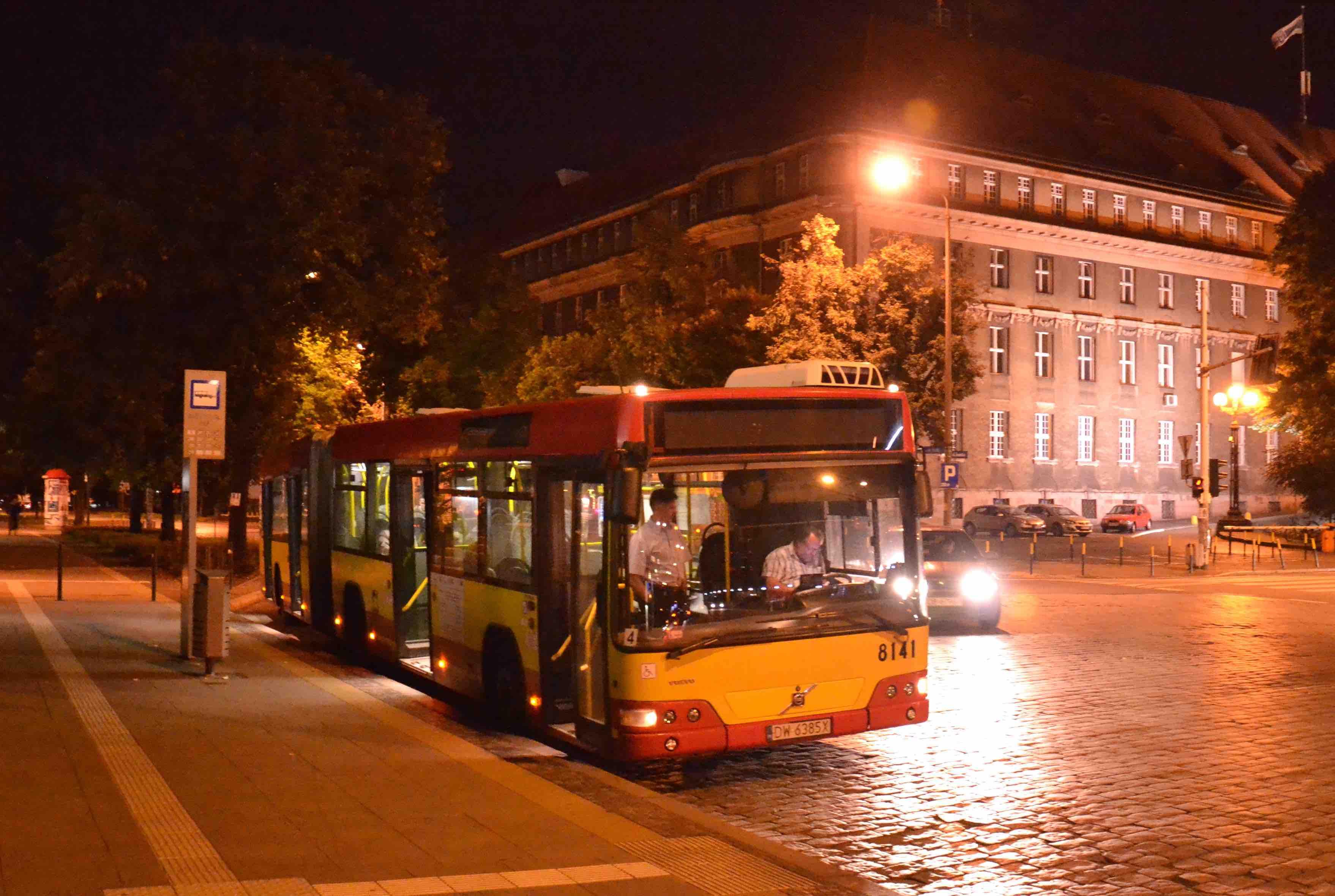 Autobus linea notturna