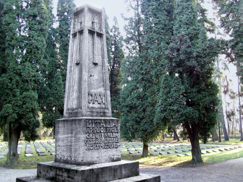 Obelisco Cimitero Militare Italiano